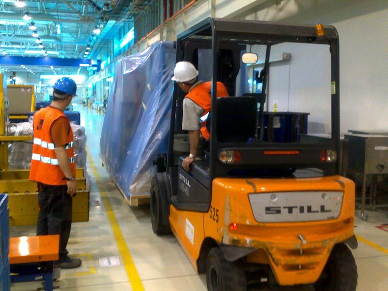Bezpieczne pakowanie maszyn do transportu - Inrel.pl