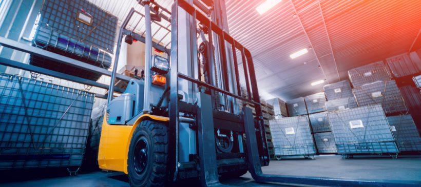 Transport maszyn – wózki transportowe, podnośniki i rolki powietrzne