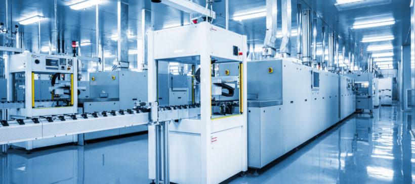 Poziomowanie i ustawianie maszyn na hali produkcyjnej